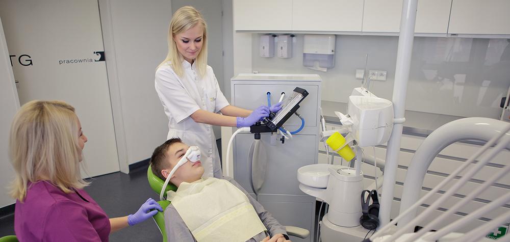 Podczas wizyty wykorzystujemy gaz rozweselający w Dentim Clinic.
