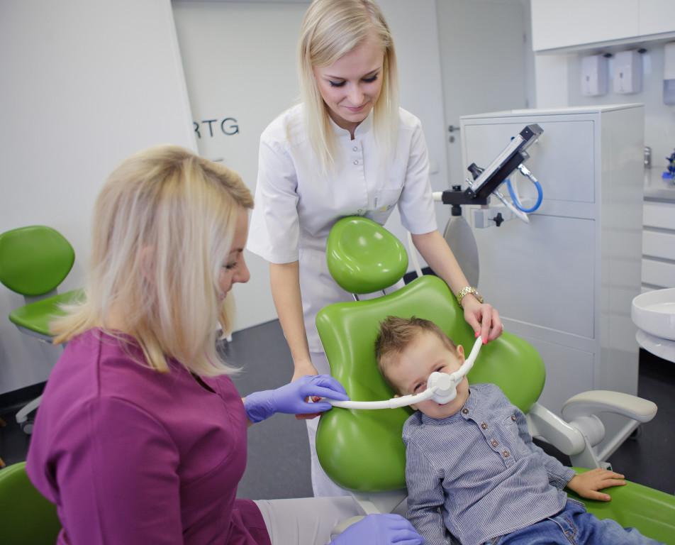 podanie gazu rozweselajacego w Dentim Clinic