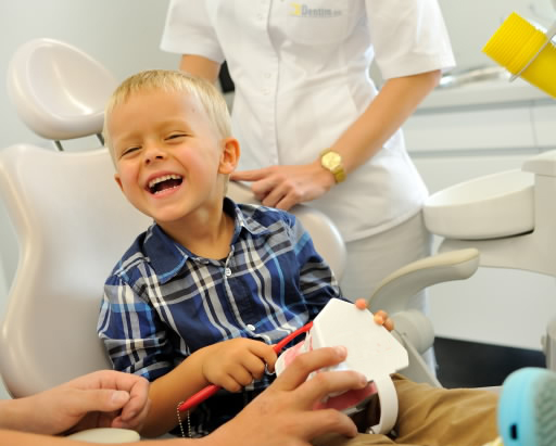 Dlaczego należy leczyć zęby mleczne udzieci?