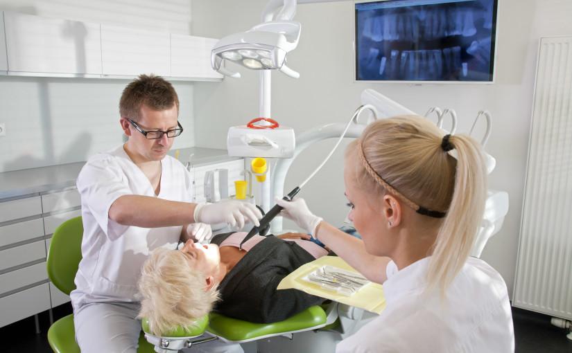 Jak wygląda przebieg leczenia implantologicznego?