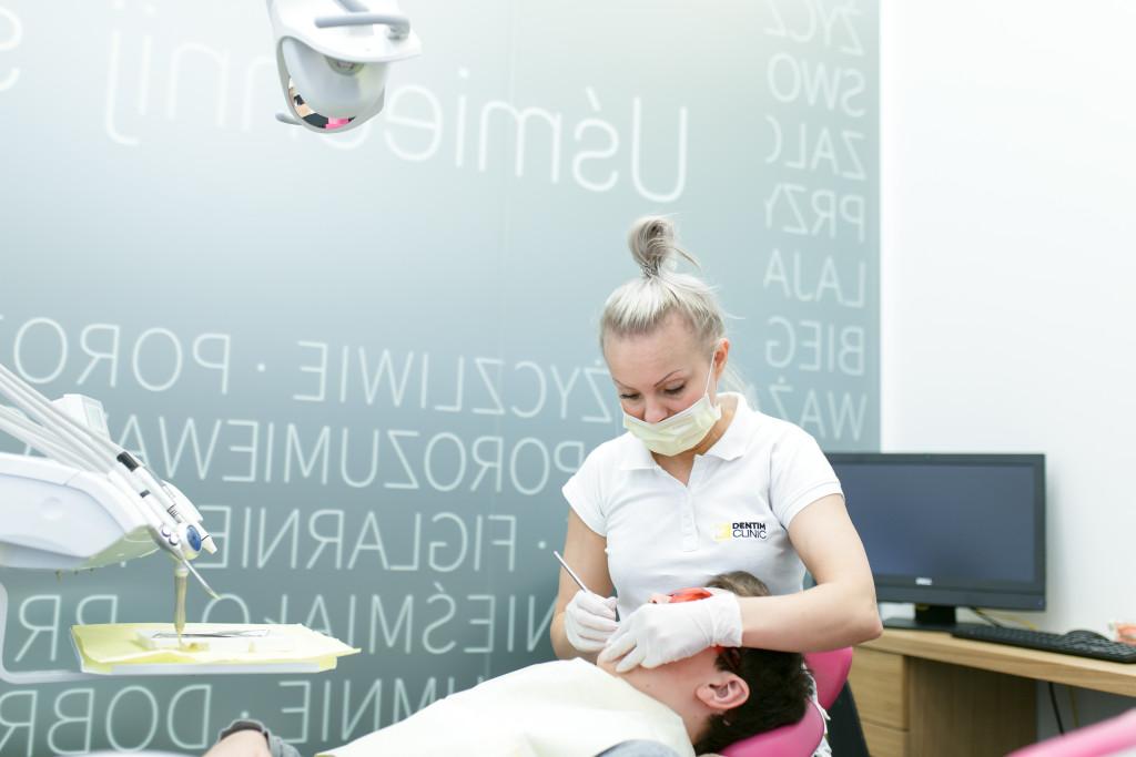 Higienizacja zębów wDentim Clinic