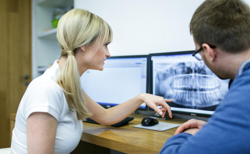 Leczenie chorób przyzębia w Dentim Clinic