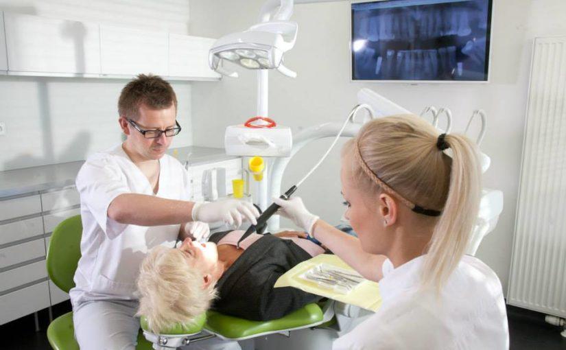 <strong>DENTIM CLINIC</strong><br/>1. zabieg wszczepienia implantów metodą All-on-4