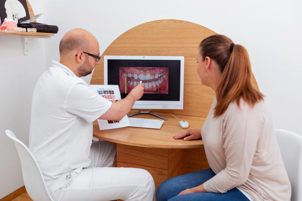 Dentim Clinic - zakładanie licówek