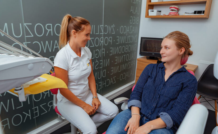 Choroby przyzębia – kiedy warto zgłosić się dodentysty?